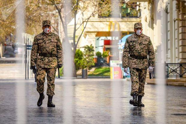Названы организации, сотрудникам которых разрешено передвигаться в период комендантского часа в Азербайджане