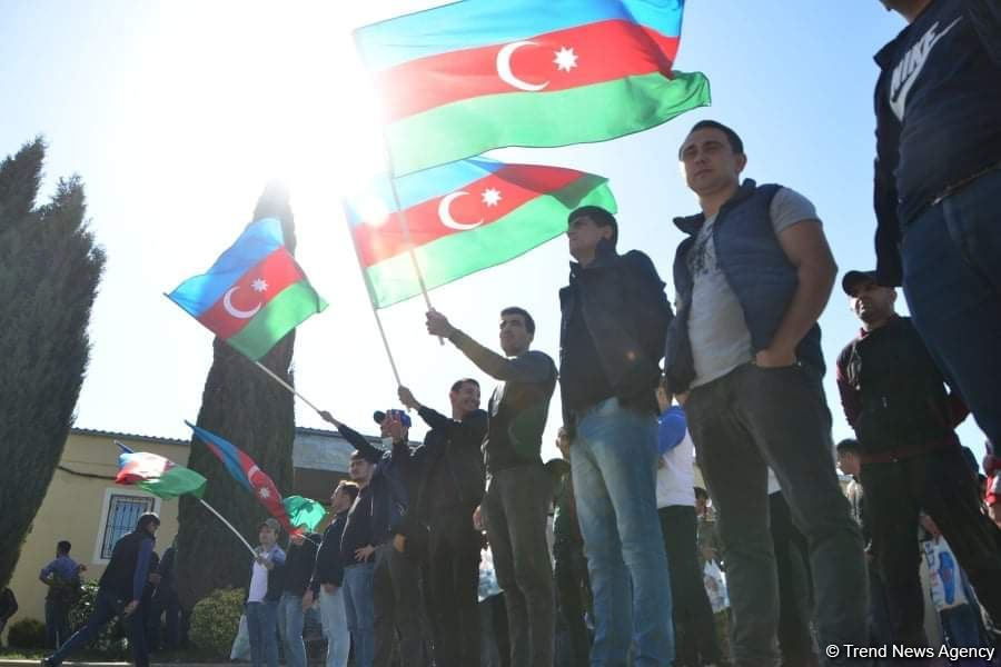 Сотни молодых добровольцев отправились из Бинагади на фронт (ФОТО) - Gallery Image