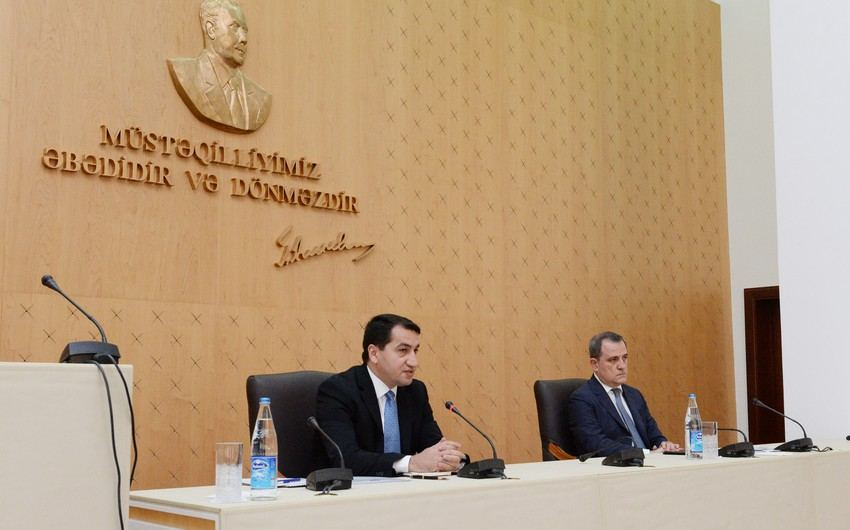 Briefing to be held by Aide to Azerbaijani President, Foreign Minister on Oct. 10