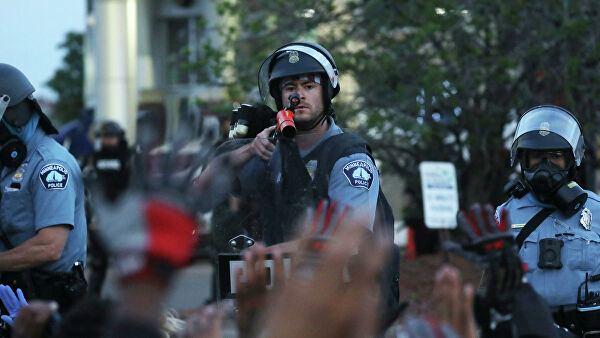 Полиция оттеснила протестующих со ступеней Капитолия