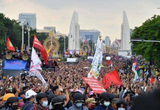 Протестующие в Бангкоке дали премьер-министру Таиланда три дня на отставку