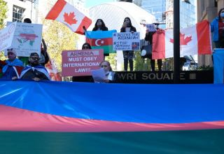 Canadian Azerbaijanis protest against Armenian attacks on Ganja (PHOTOS)