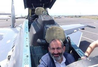 Azerbaijani army destroying military equipment, in background of which Pashinyan took selfie (PHOTO)