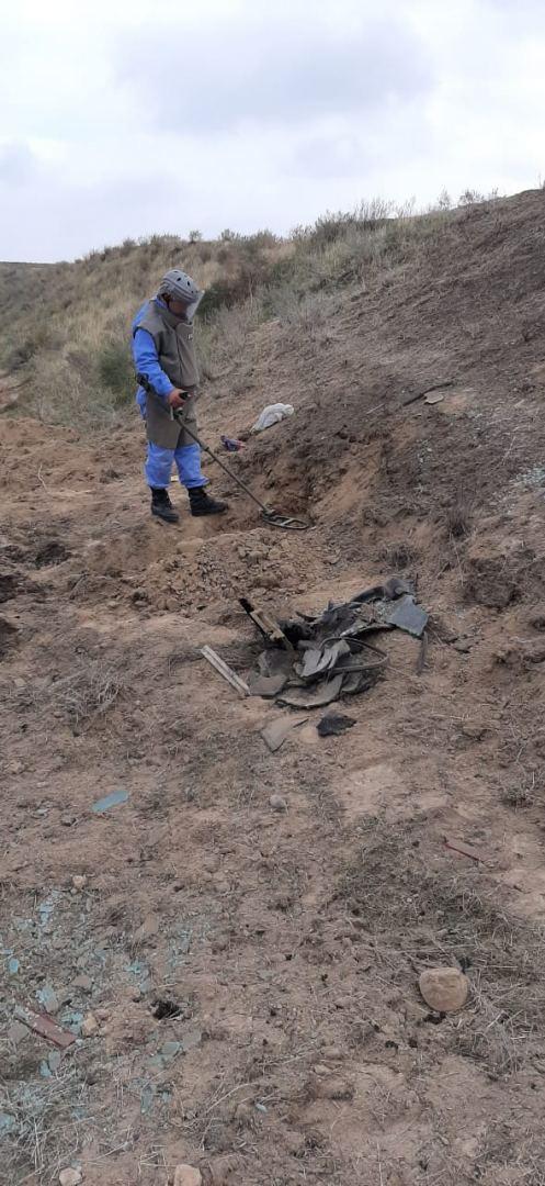 ANAMA cəbhəboyu ərazilərdə top mərmisi, raketlər, tank əleyhinə minaları aşkar edib (FOTO) - Gallery Image