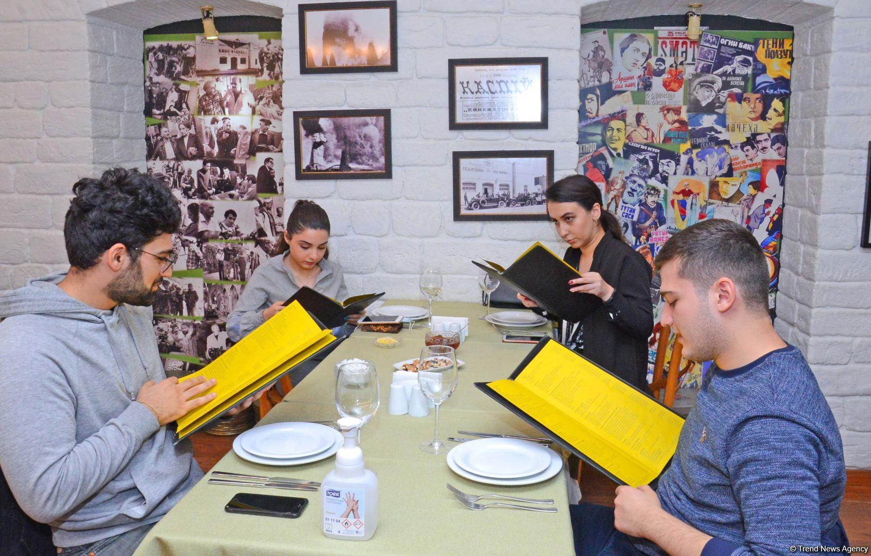 Как бакинские рестораны соблюдают санитарно-эпидемиологические правила (ФОТОРЕПОРТАЖ) - Gallery Image
