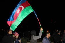 Баку до утра праздновал победу Азербайджана над Арменией - фейерверки, песни, танцы! (ВИДЕО, ФОТО) - Gallery Thumbnail