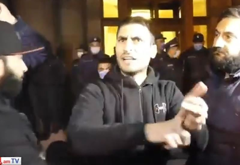 Protesters in Yerevan demand General Staff takes power into its hands (VIDEO)