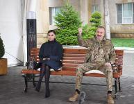 Azerbaijani president, first lady meet servicemen undergoing treatment (PHOTO) - Gallery Thumbnail