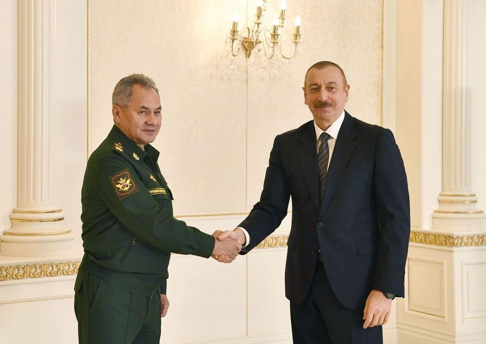 Prezident İlham Əliyev Rusiyanın müdafiə nazirinin başçılıq etdiyi nümayəndə heyətini qəbul edib (FOTO) - Gallery Image