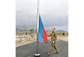 President Ilham Aliyev raises Azerbaijani flag in Aghdam city (PHOTO)