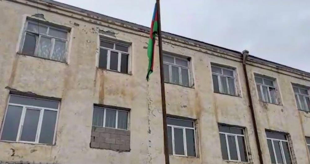 Flag of Azerbaijan raised at former secondary school of Gulabli village in Aghdam (PHOTO/VIDEO) - Gallery Image