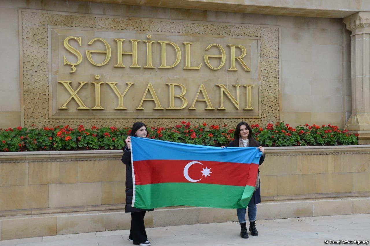 Azerbaijani refugees from Kalbajar visit Martyrs Alley (PHOTO) - Gallery Image