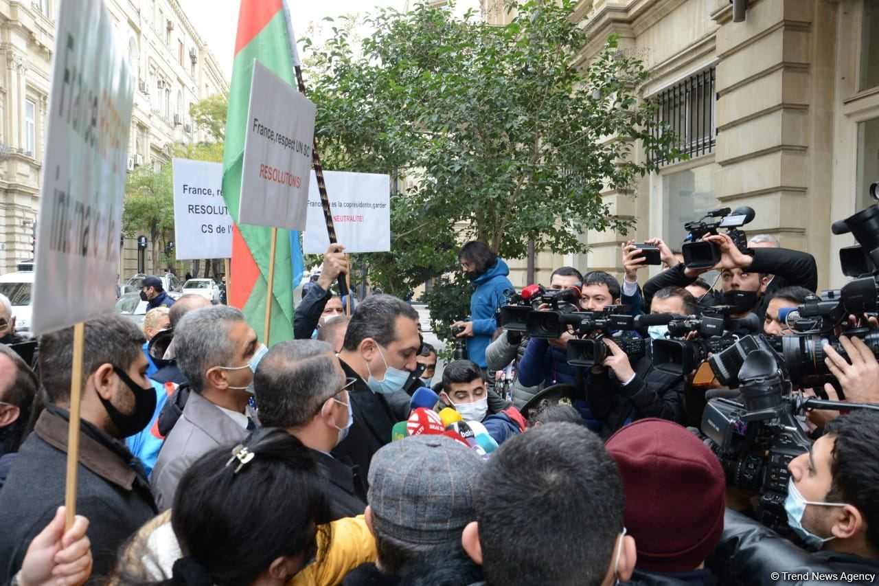Protesters give statement in front of French embassy in Baku (PHOTO/VIDEO)