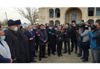 Assistant to Azerbaijan's president, diplomats, Garabagh FC representatives visit Aghdam Mosque (PHOTO)