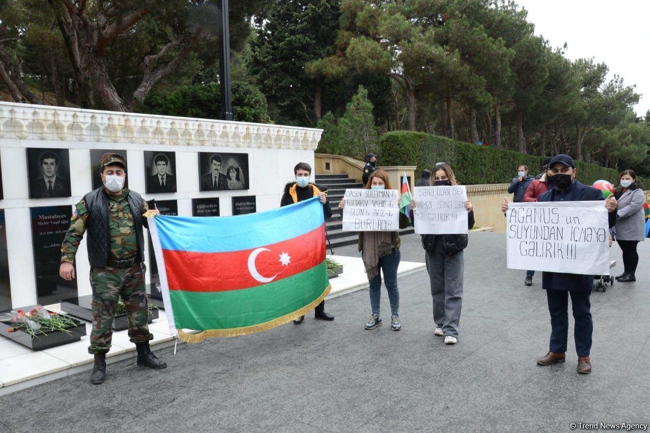 Laçın sakinləri Şəhidlər Xiyabanını ziyarət ediblər (FOTO) - Gallery Image