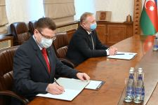 Ceyhun Bayramov Belarusun səfiri Gennadi Axramoviç ilə görüşüb (FOTO) - Gallery Thumbnail
