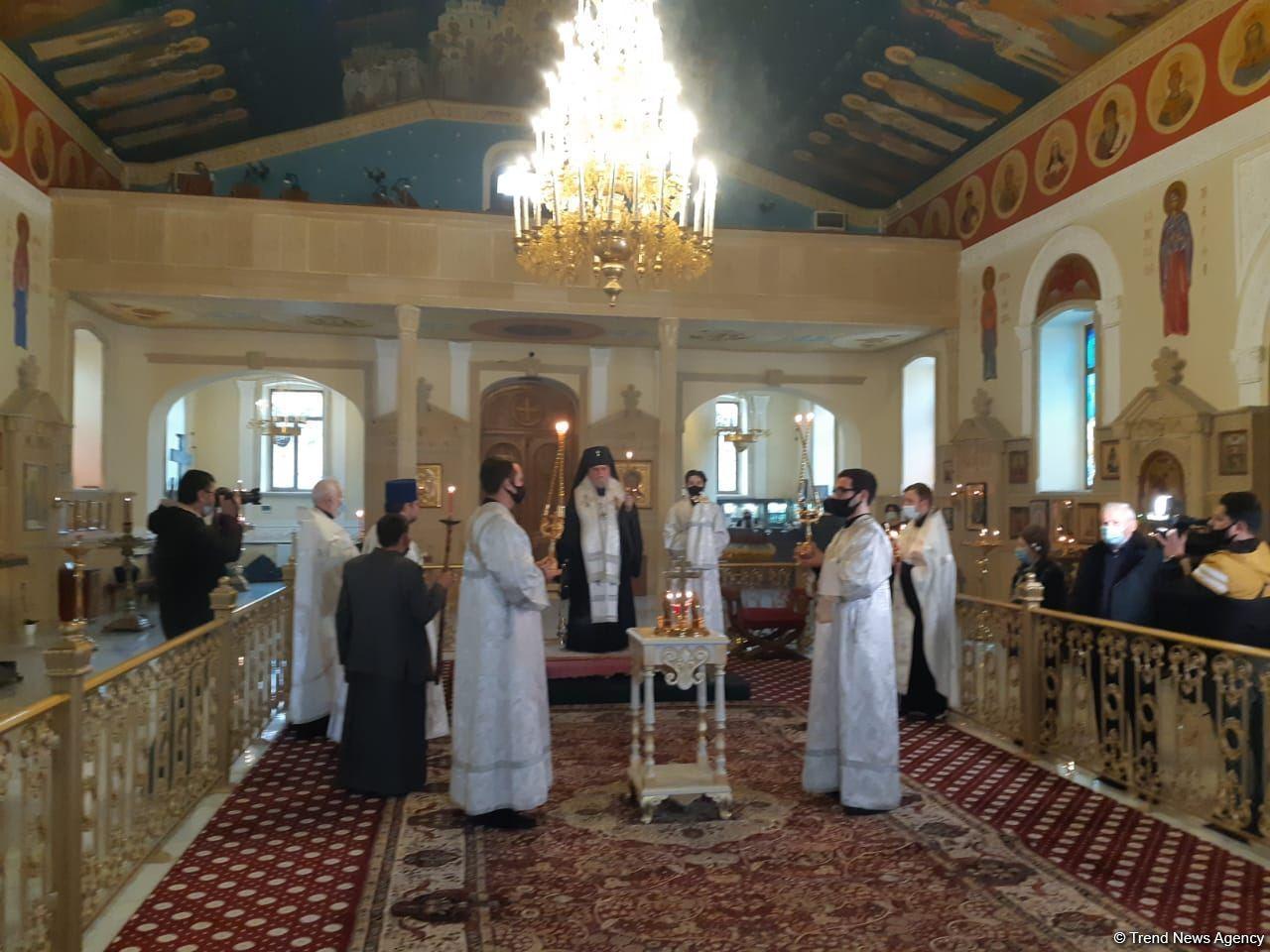 В Кафедральном Соборе Святых Жен-Мироносиц в Баку почтили память шехидов Отечественной войны (ФОТО) - Gallery Image