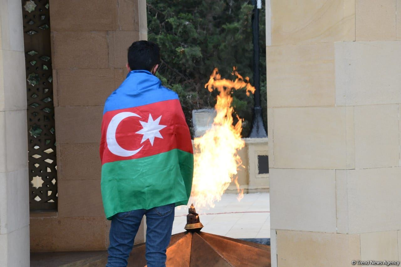 Azerbaijani public reveres memory of martyrs of Karabakh conflict (PHOTO) - Gallery Image