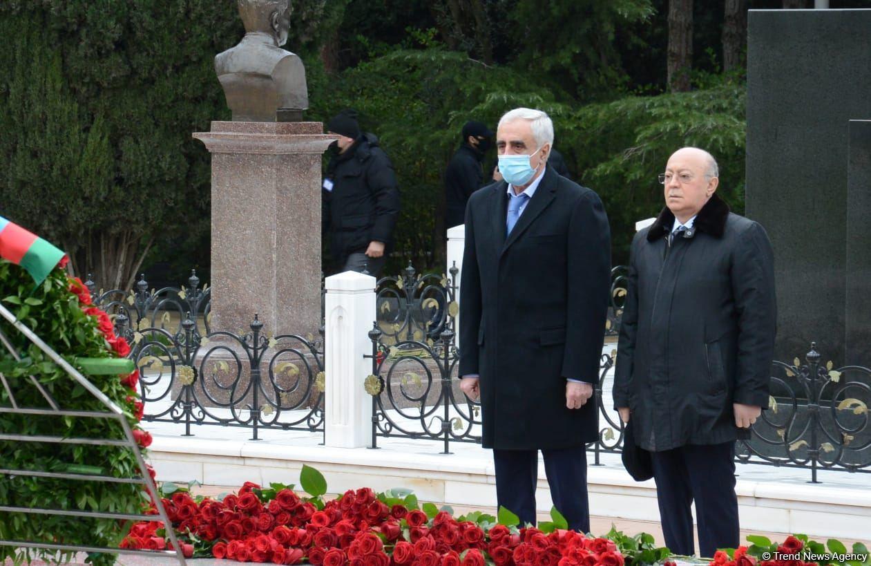 Общественность Азербайджана чтит память великого лидера Гейдара Алиева (ФОТО) - Gallery Image
