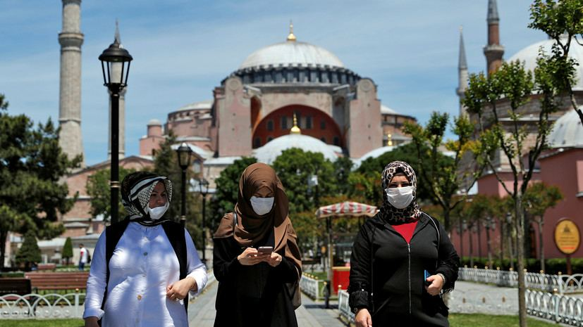 Foreign tourists face limited curfew on New Year's amid pandemic in Turkey