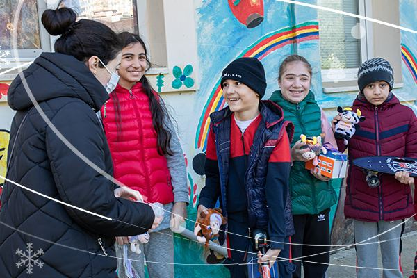 """""""Azercell Volunteers"""" and friends fulfilled the New Year wishes of children (PHOTO)"""