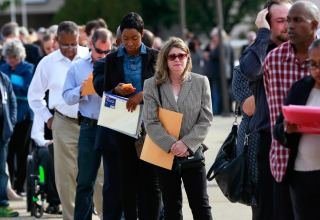 U.S. weekly jobless claims decline moderately