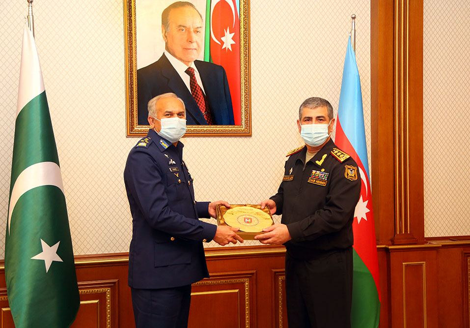 Azerbaijan, Pakistan discuss issues of expanding military relations (PHOTO) - Gallery Image