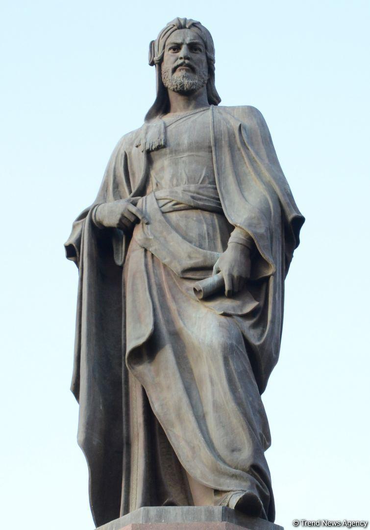 История создания знаменитого памятника Низами Гянджеви в Баку – интересные факты (ФОТО) - Gallery Image