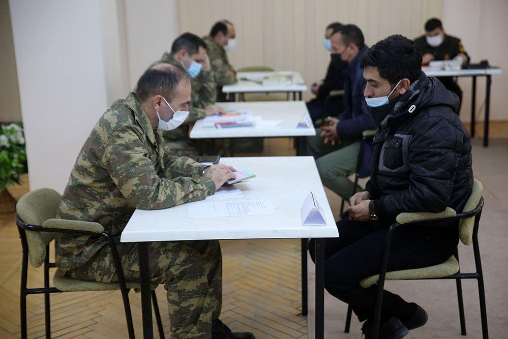 В Азербайджане продолжается деятельность комиссии по приему и рассмотрению обращений лиц, уволенных с военной службы по мобилизации (ФОТО/ВИДЕО) - Gallery Image