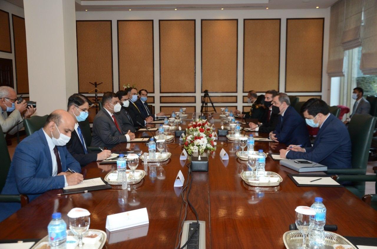 Azerbaijani FM meets Pakistani FWO's Director General (PHOTO)