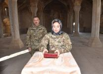 Azerbaijani President Ilham Aliyev and First Lady Mehriban Aliyeva visit mosque in Shusha (PHOTO) - Gallery Thumbnail