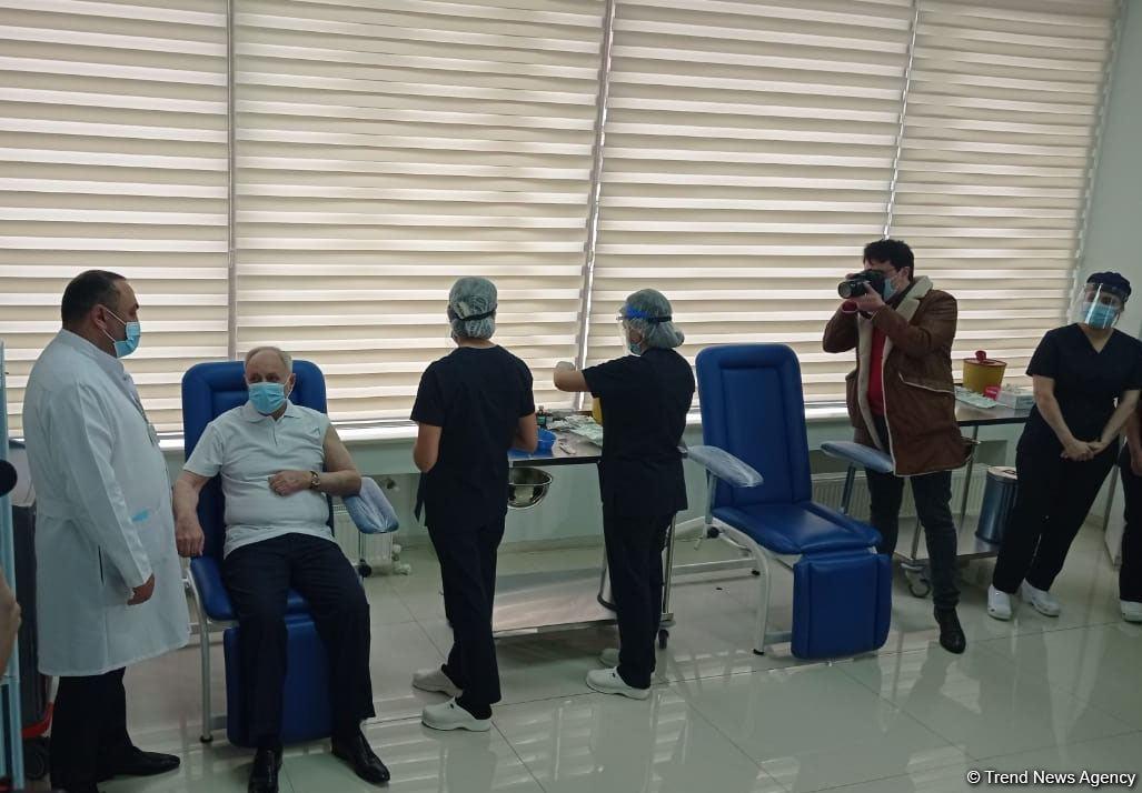 Министр здравоохранения Огтай Ширалиев и глава TƏBİB Рамин Байрамлы прошли вакцинацию  от COVID-19 (ФОТО)