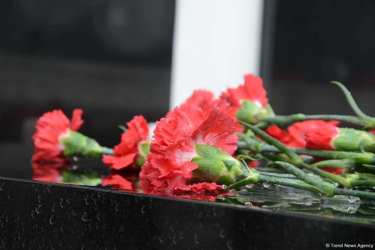 Azerbaijani people honoring memory of 20 January tragedy victims (PHOTOS) - Gallery Image