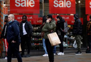 UK retail sales make weak recovery in December