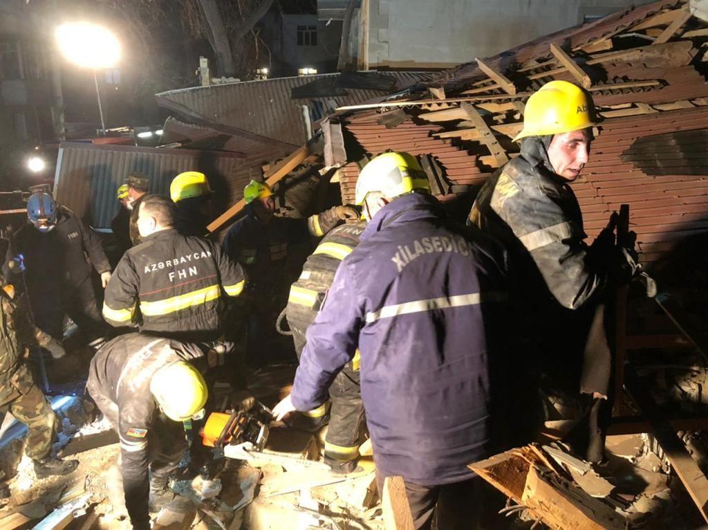 Из-под завалов разрушенного дома в Хырдалане извлечено тело одного человека (ФОТО/ВИДЕО) (Обновлено) - Gallery Image