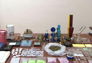 Bakı aeroportunda qadının çantasından ən təhlükəli narkotik çıxdı - Daha bir neçə qadın saxlanıldı (VİDEO)