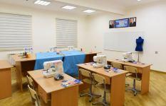 Президент Ильхам Алиев ознакомился с условиями, созданными в заново отстроенных школах в Сабунчинском и Сураханском районах (ФОТО/ВИДЕО) - Gallery Thumbnail
