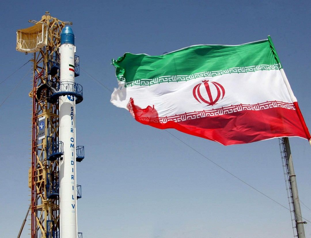 Iran launches satellite carrier with solid fuel engine (VİDEO)