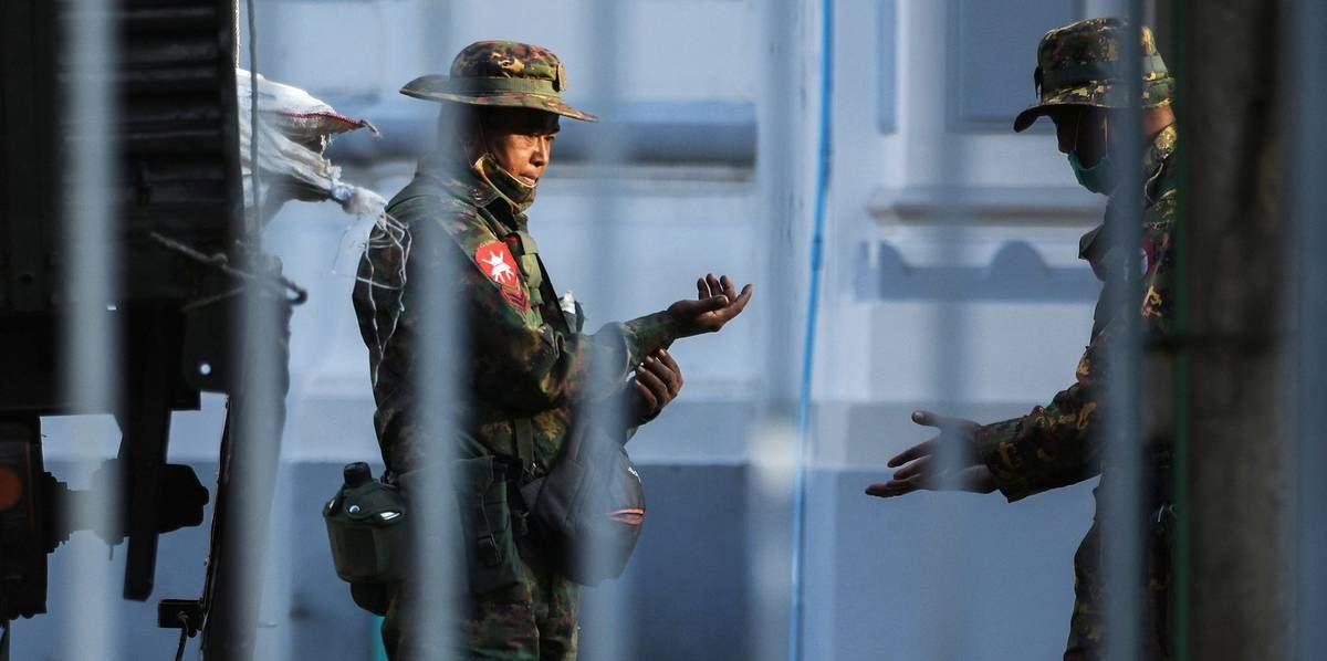 Госдепартамент США приказал своим служащим покинуть Мьянму