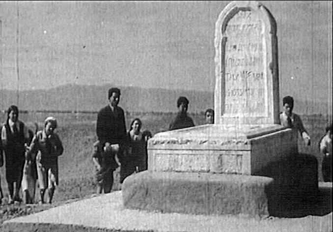 Удивительная история Мавзолея Низами Гянджеви – священное место для женщин, захоронение по традициям огузских тюрков (АРХИВНЫЕ ФОТО) - Gallery Image