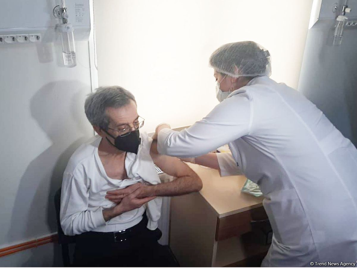 В Азербайджане началась вакцинация от коронавируса сотрудников Кабинета министров - репортаж Trend TV (ФОТО)