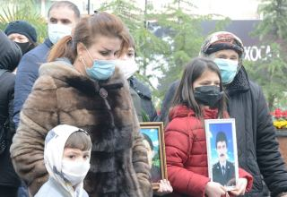 Azerbaijani population honoring memory of victims of Khojaly genocide (PHOTO)