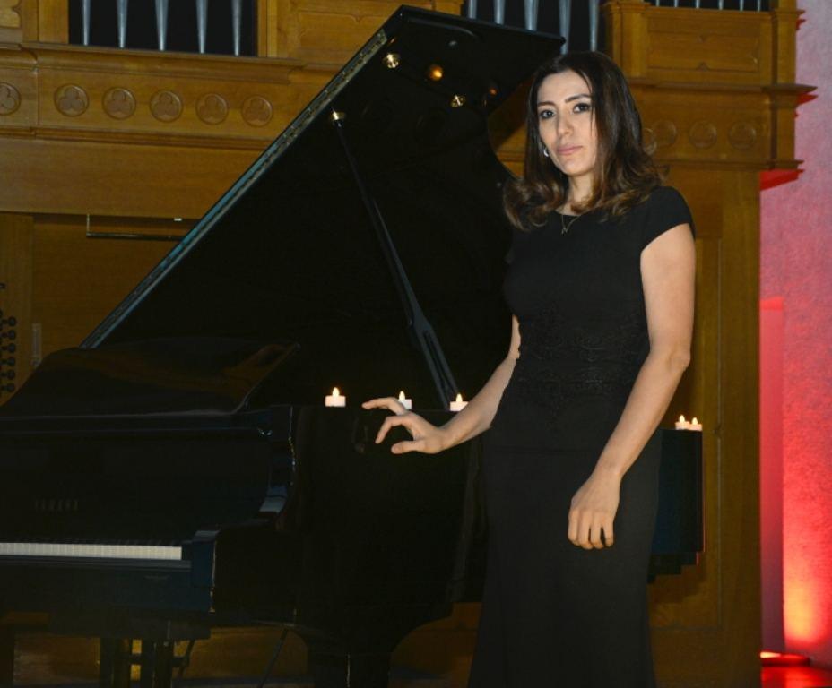 Зажжены свечи в память о жертвах Ходжалинского геноцида… - боль трагедии в музыки и картинах художников (ФОТО) - Gallery Image
