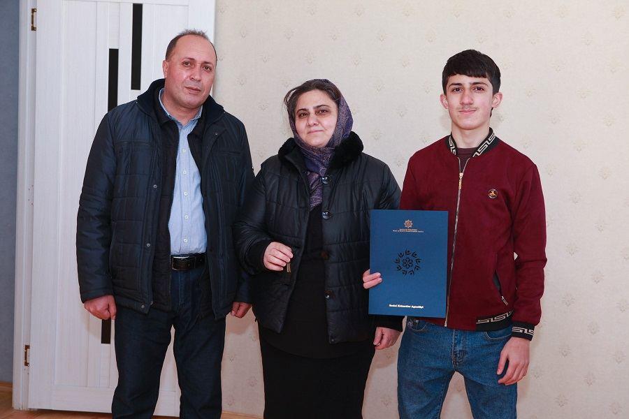 Группе семей шехидов и инвалидов войны предоставлено жилье в бакинском поселке Рамана (ФОТО) - Gallery Image