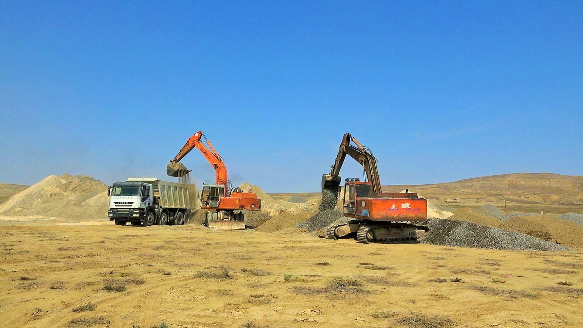 На Абшероне строят дорогу к грязевым вулканам (ФОТО) - Gallery Image