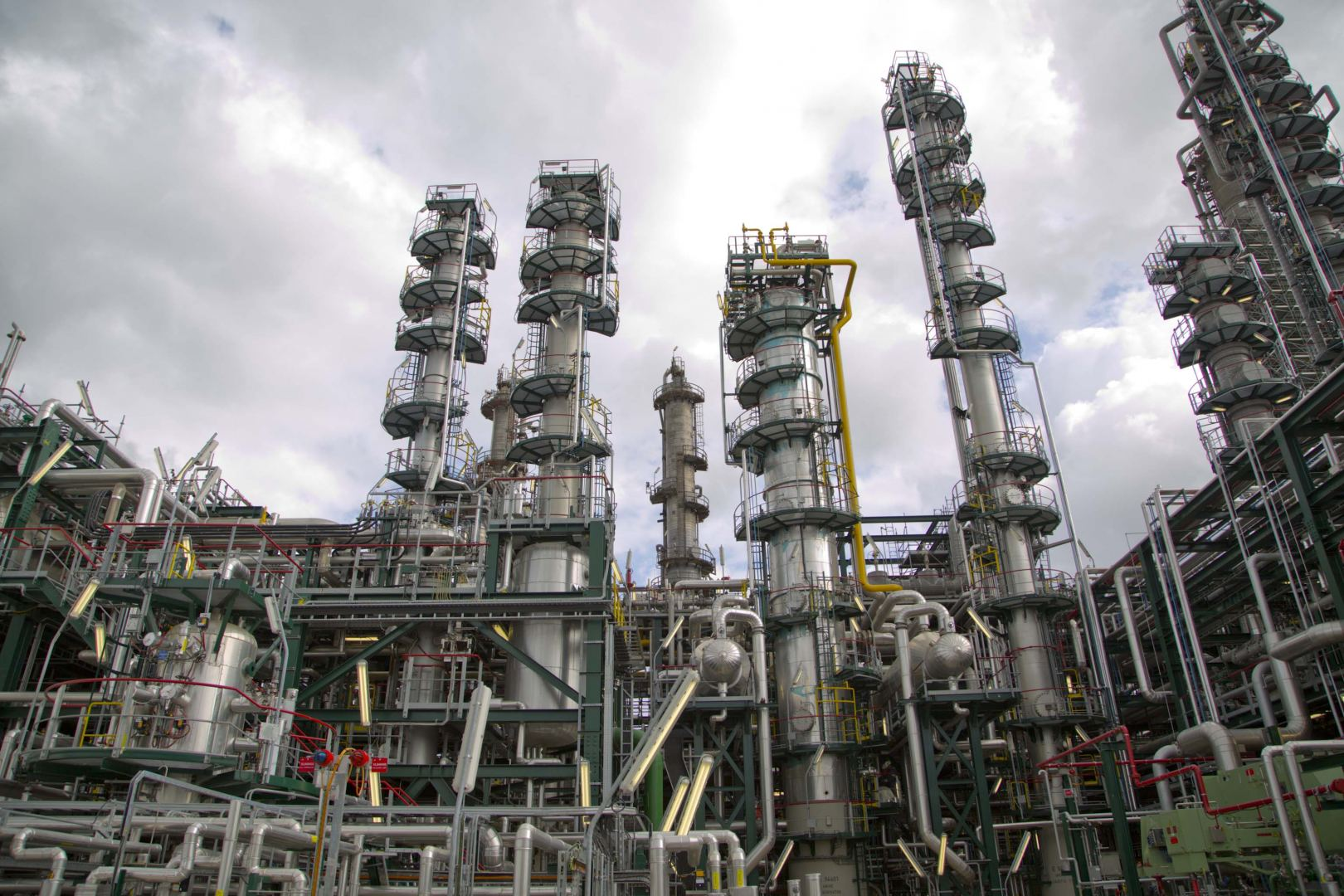 Kazakh Gas Refinery opens tender to buy engines