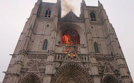 Во Франции произошел пожар в церкви святых Петра и Павла