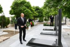 Azerbaijani president visits graves of martyrs of Patriotic War at Nakhchivan city cemetery (PHOTO) - Gallery Thumbnail