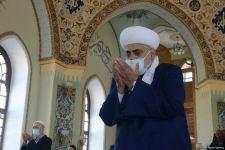 Festive prayer performed at Teze Pir mosque in Azerbaijan's Baku (PHOTO) - Gallery Thumbnail