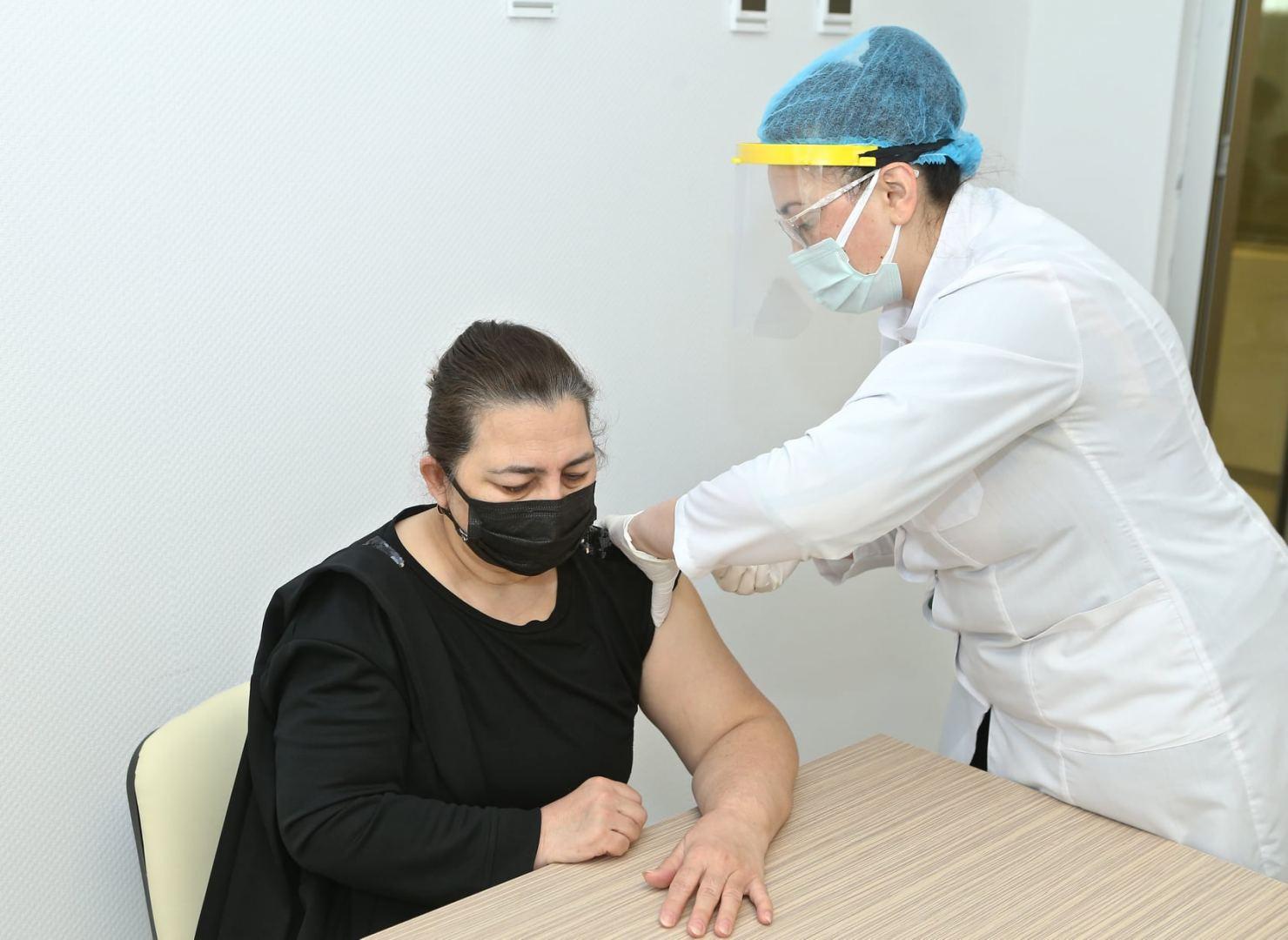 Sumqayıtda koronavirusa qarşı vaksinasiya davam edir (FOTO) - Gallery Image